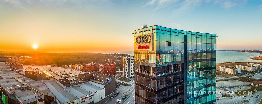 Audi maja loojangus