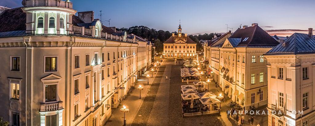 Õhtune Tartu Raekojaplats