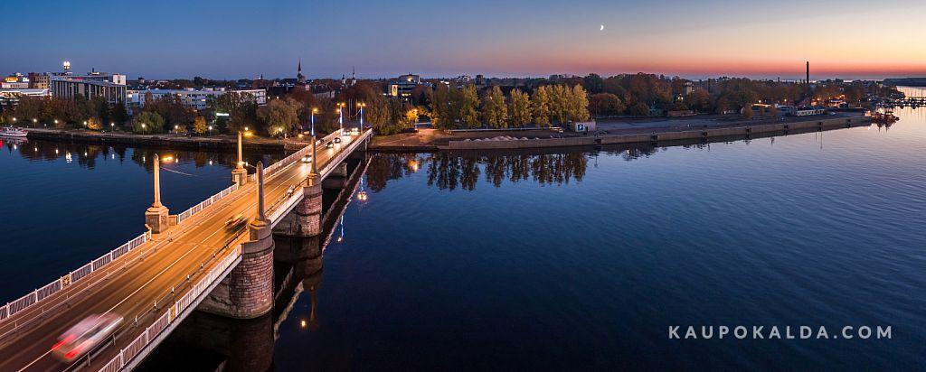 Õhtu Pärnu sillal