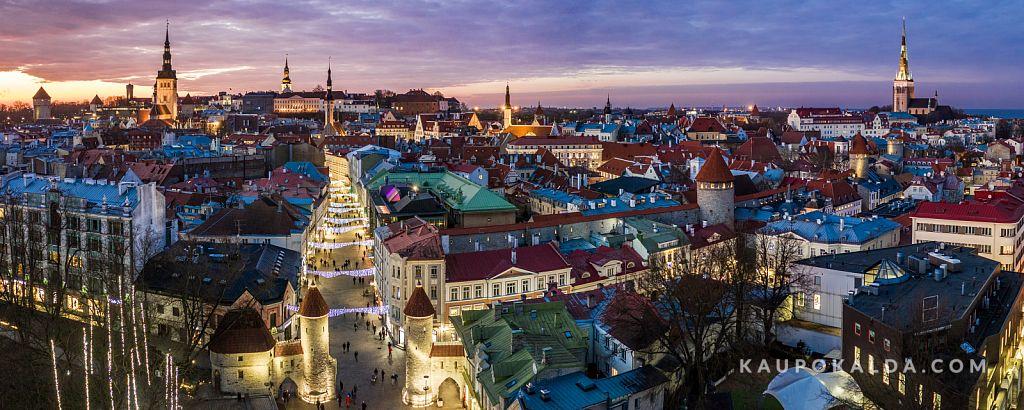 Jõuluootel õhtune vanalinn